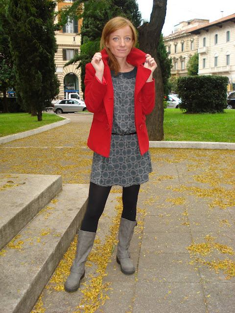 fashion blogger roma, fashion blog, orla kiely dress. orla kiely uniqlo, orla kiely limited edition, giacca rossa, fashion blogger roma, forever21 bracciale