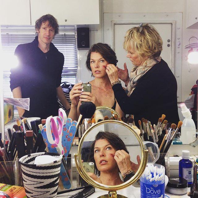 Nueva foto de Milla Jovovich en el set de 'Resident Evil: The Final Chapter'