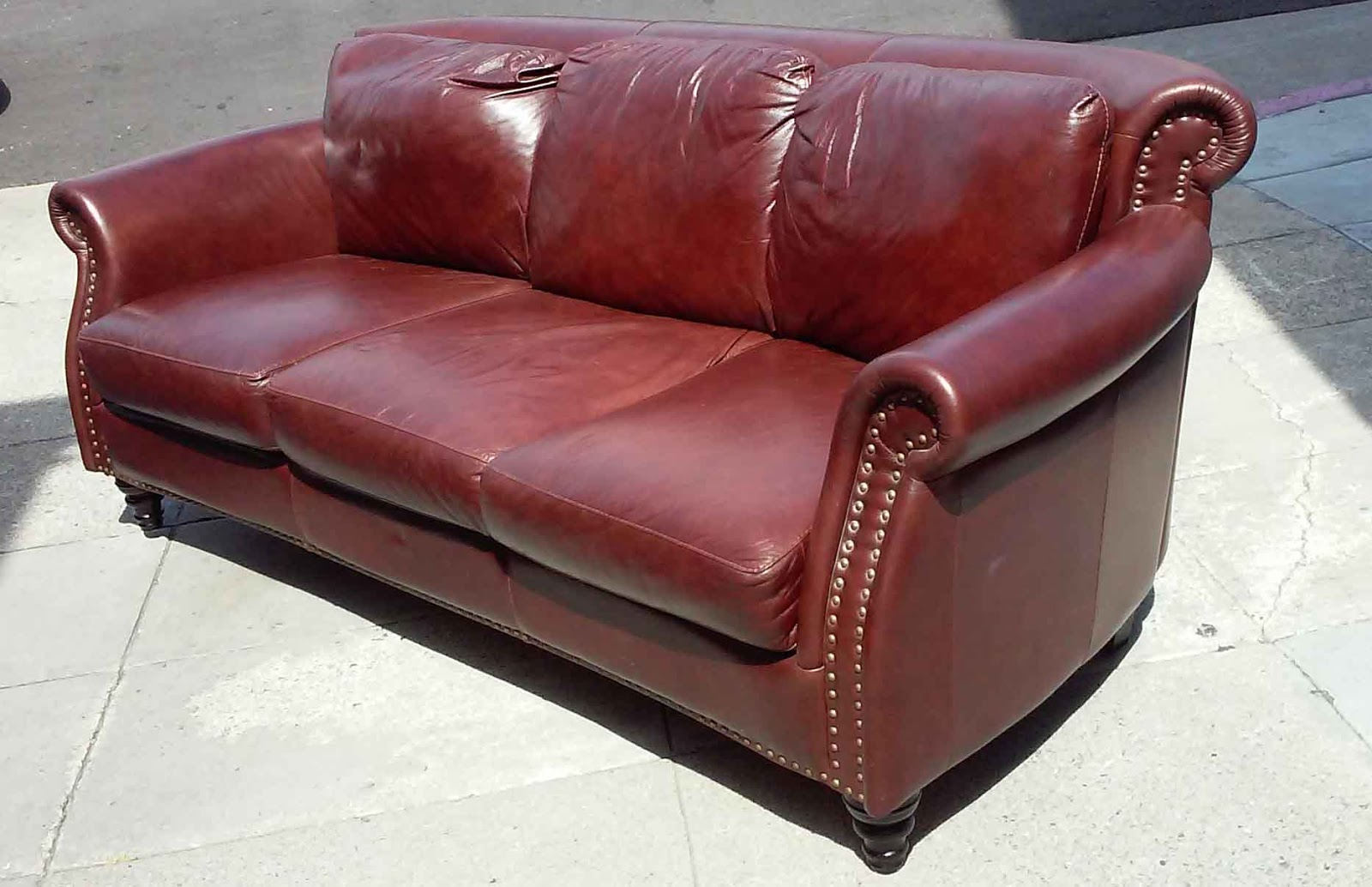 Uhuru Furniture Collectibles Sold Antique Style Burgundy Leather Sofa 180