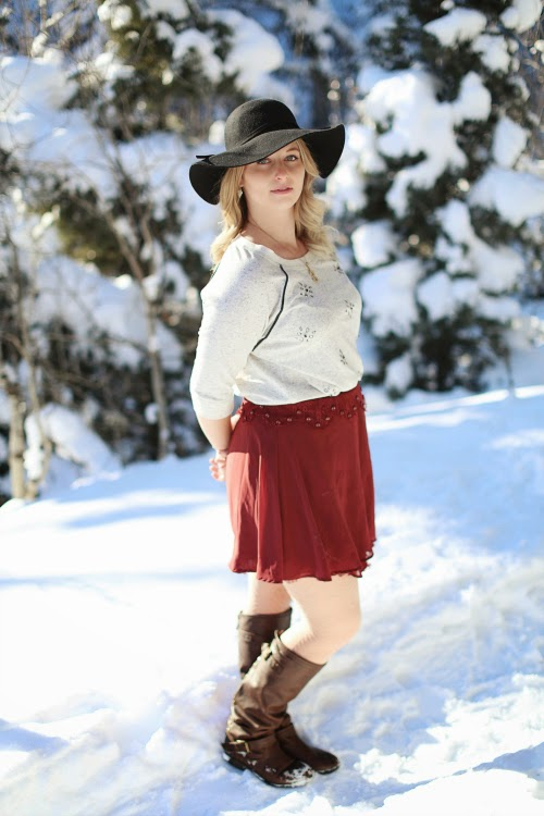 Floppy hat, burgundy skirt, bohme,
