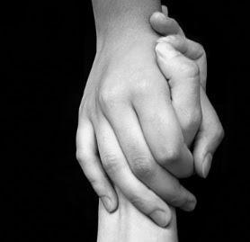 Irmão, saiba que você não está sozinho, o amigo ama em todo tempo; e para a angústia nasce o irmão.
