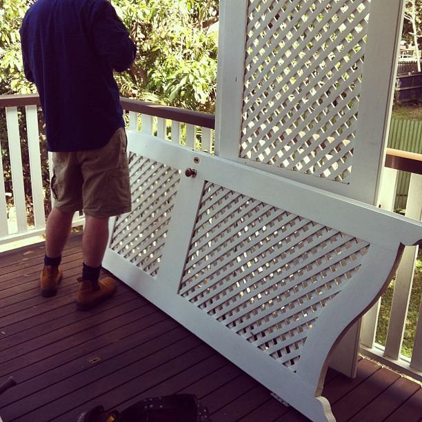 Batwing lattice doors & Fun and VJs: Repairing the batwing lattice doors