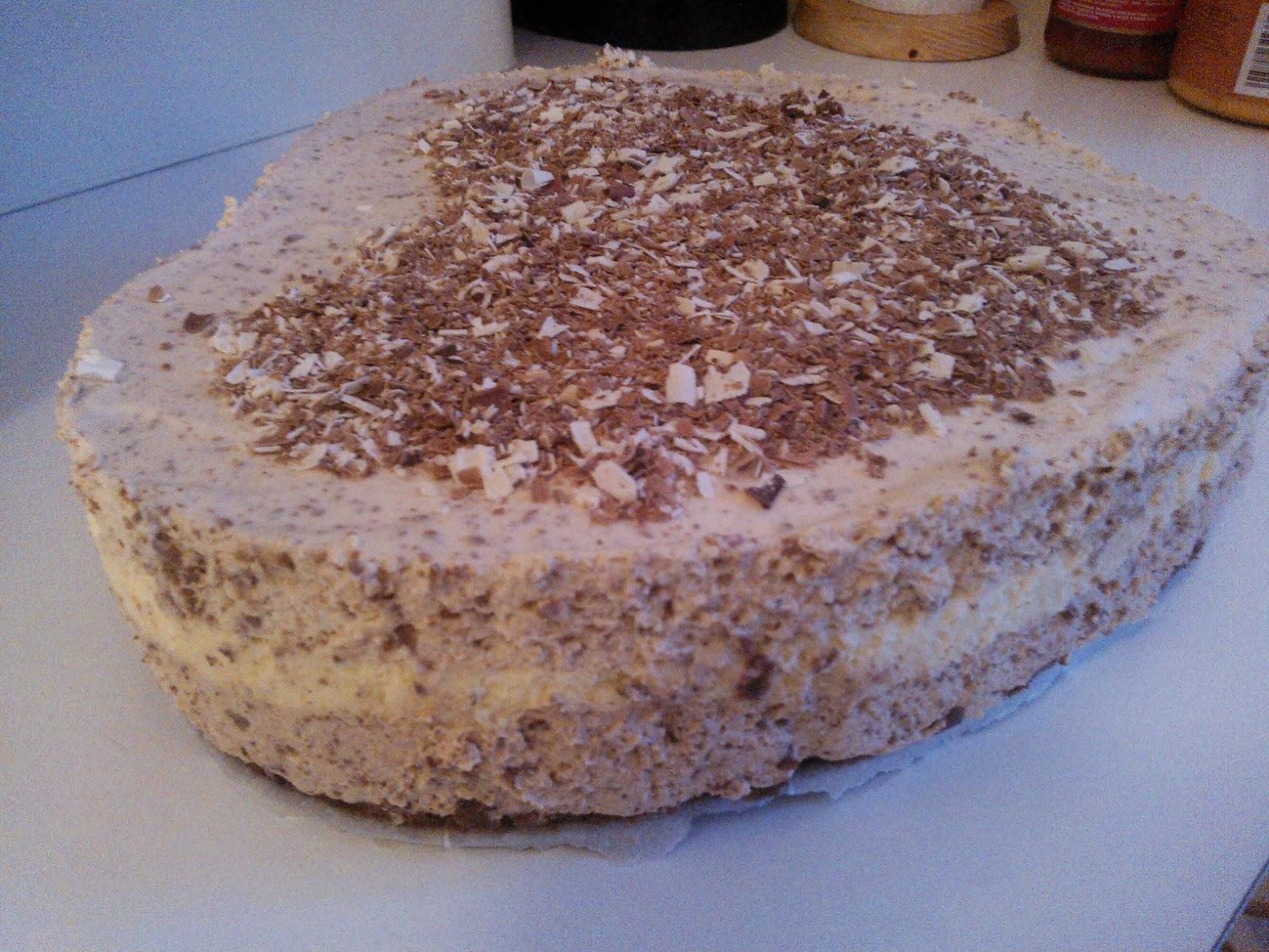 Kolmen suklaan ystävänpäivä juustokakku