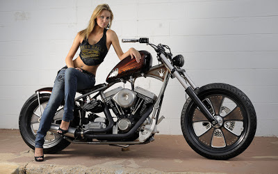 Beautiful_model_on_bike_high_resolution_photos