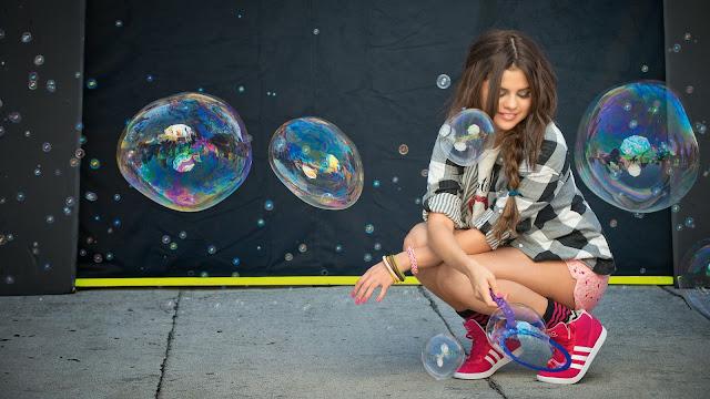 Selena Gomez burbujas de jabón