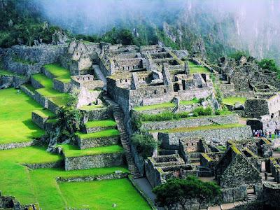 Una hermosa postal de Machu Pichu en Perú (Ruinas)