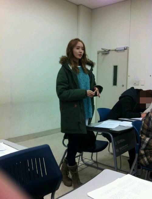 Yoona Di Kelas Universitas Dongguk