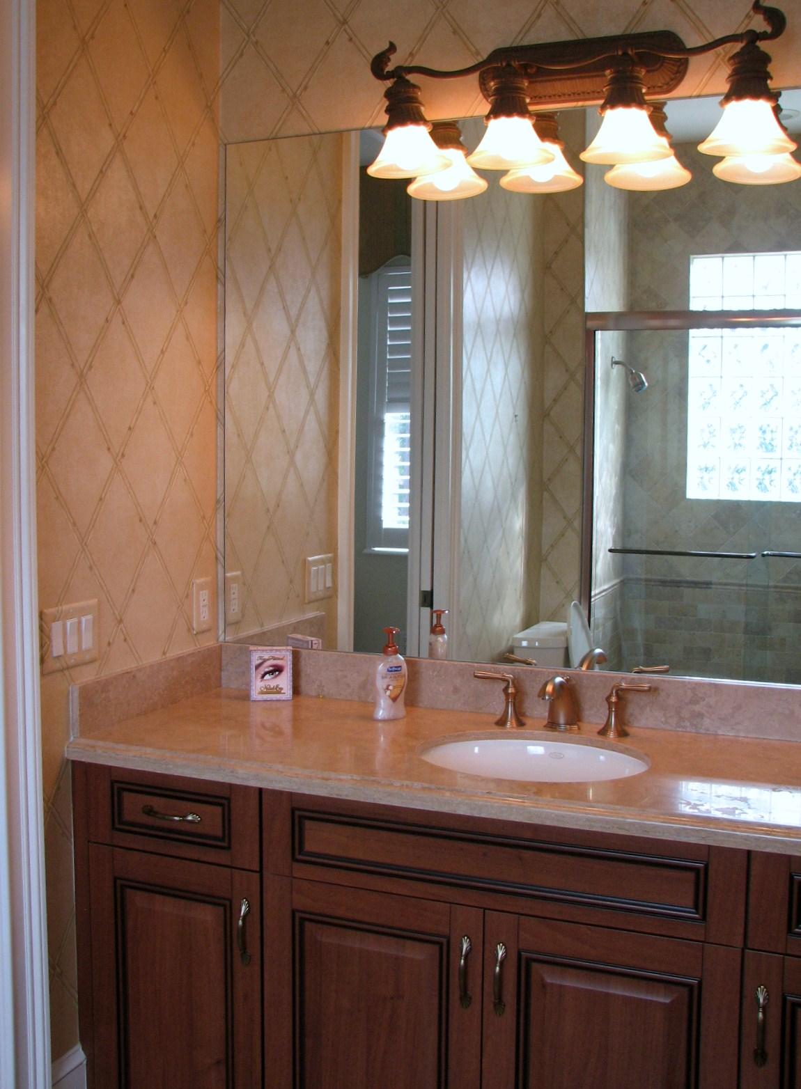 http://2.bp.blogspot.com/-YEsRss7kn60/TeD0tJB3wpI/AAAAAAAAA9M/jE28wNrnYzQ/s1600/Guest+Bath+Before.jpg