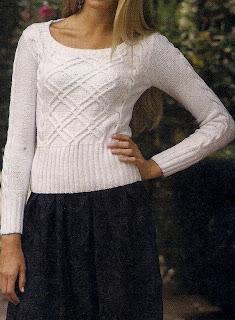 Blanco Suéter. Con anchos adornos en mangas y cintura