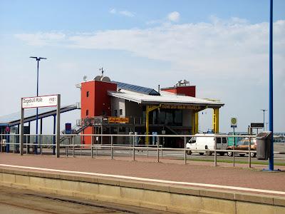 Ausflug nach Dagebüll Mole: Foto Bahnsteig Bahnlinie neg