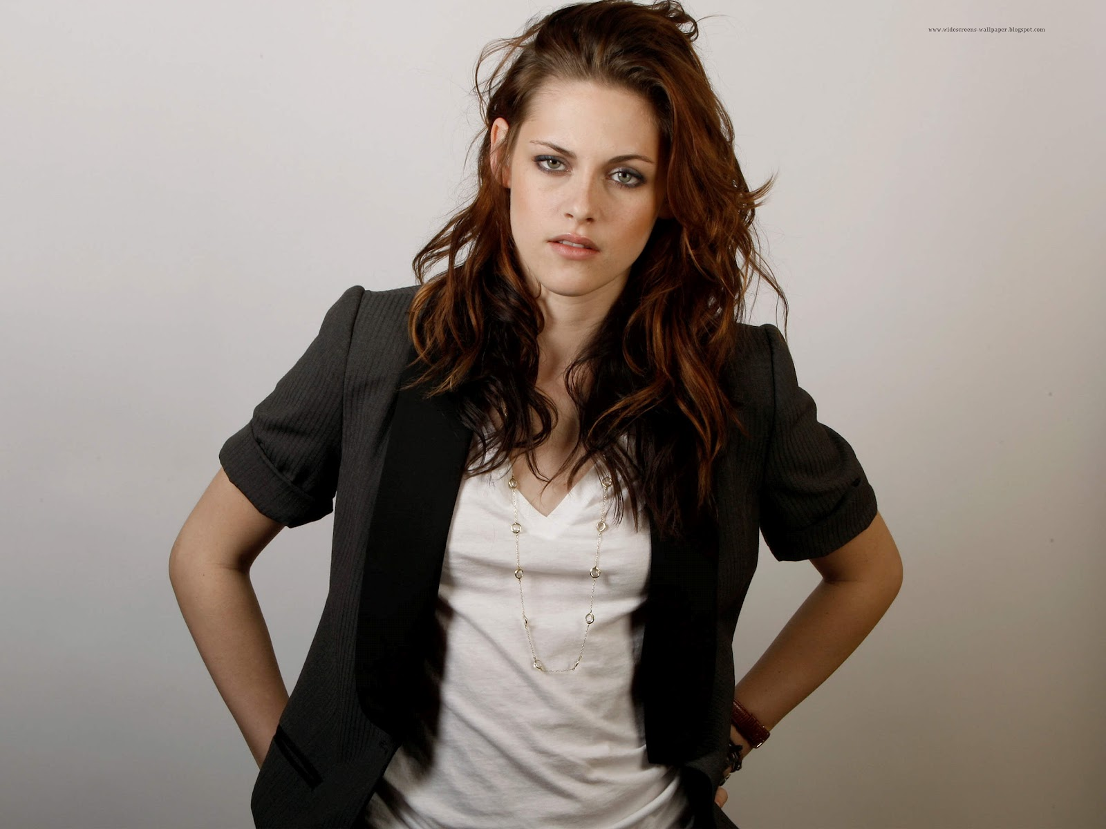 Kristen Stewart Wallpaper with full smile