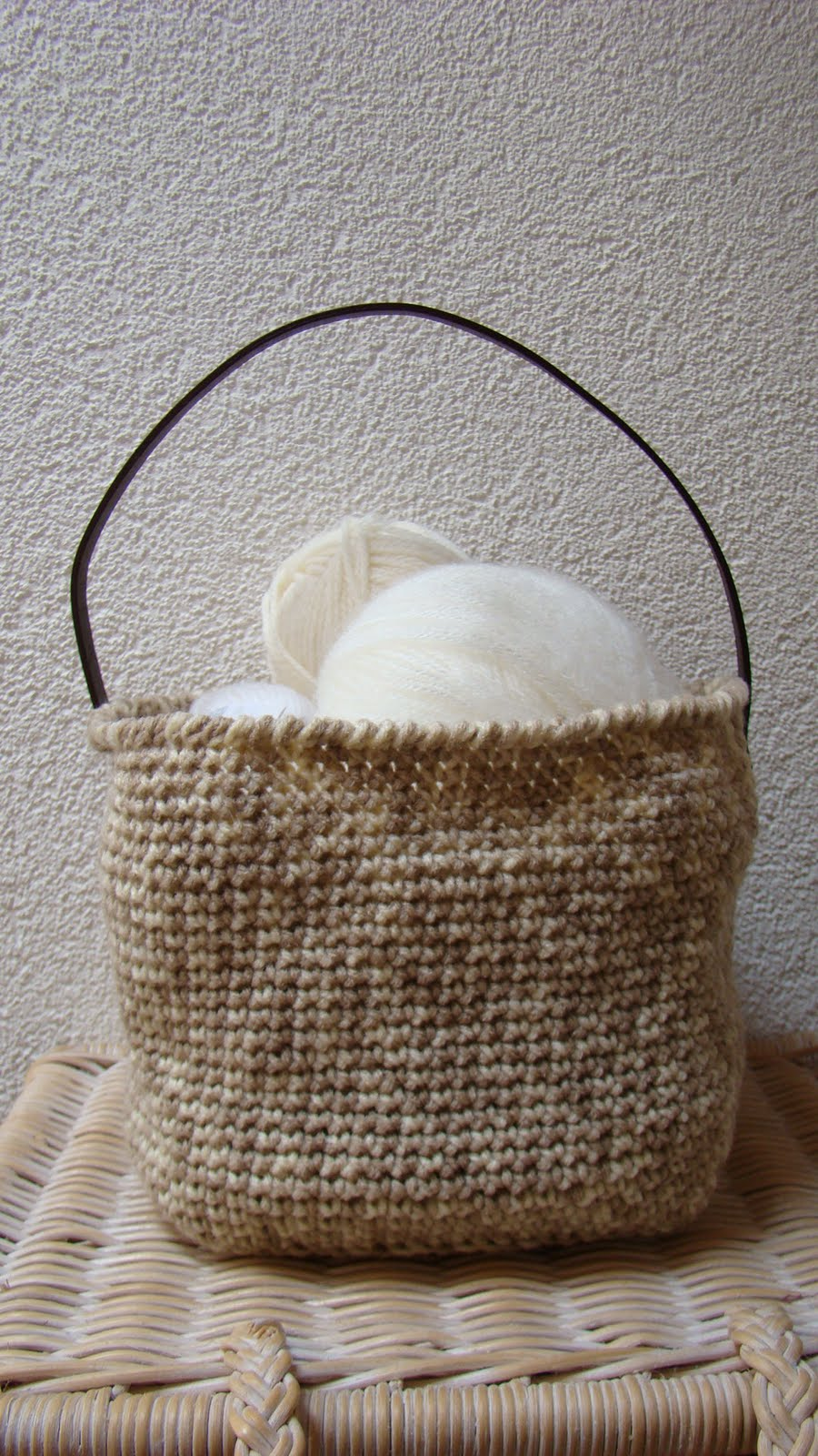 Crochet Basket : Roving Around Crafts: Crocheted basket