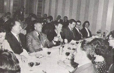 Los comensales en la fiesta de despedida del Torneo Internacional de Ajedrez Zúrich 1961