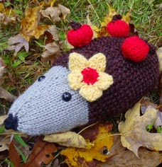 http://stana-critters-etc.blogspot.com.es/2014/11/knitting-pattern-for-harriette-hedgehog.html