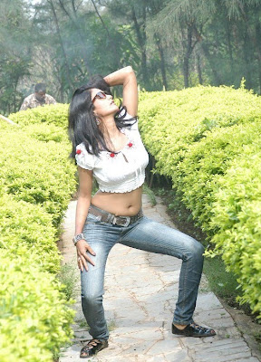 Actress Saira Bhanu Hot Navel Show in Saree Photos