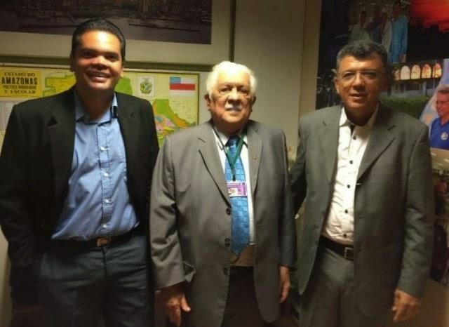 Jacinto Bezerra vai a Brasília em busca de recursos e conhece ex-prefeito de Prata