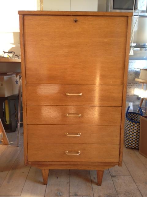 le loup rose la vanille nouvel arrivage meubles annee 50 60. Black Bedroom Furniture Sets. Home Design Ideas