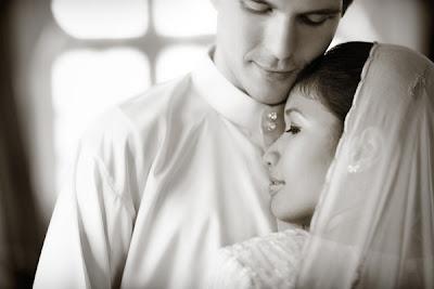 Cara Melakukan Hubungan Suami Istri ( Adab Islam )