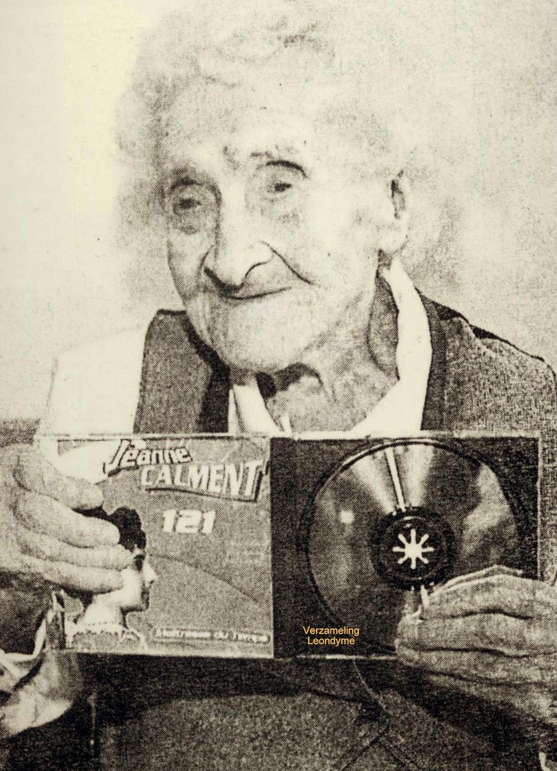 Jeanne op 121-jarige leeftijd met haar uitgebrachte cd. Verzameling Leondyme.