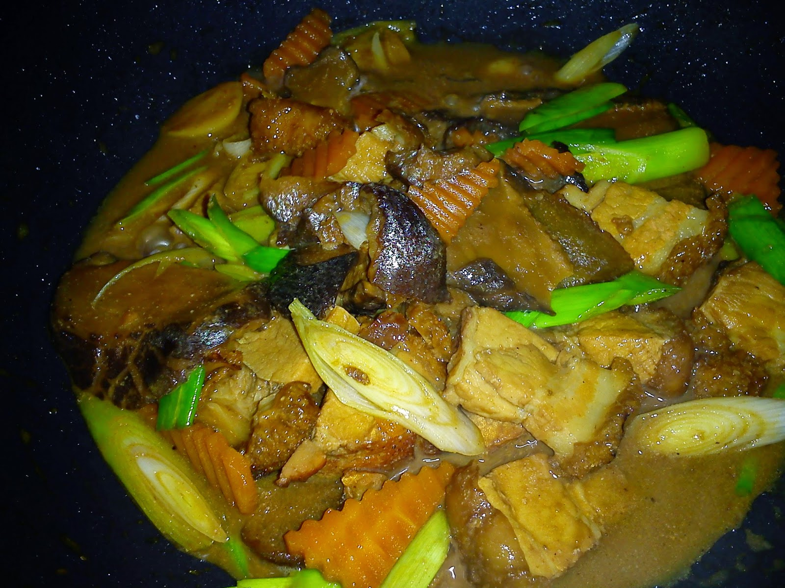 Cooking Pleasure: BRAISED SEA CUCUMBER WITH ROASTED PORK