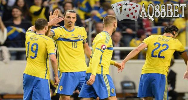 Agen Piala Eropa - Zlatan Ibrahimovic menjadi bintang kemenangan Swedia saat bertemu dengan Montenegro. Ibrahimovic mencetak dua gol yang mengantar timnya menang 3-1 saat menjamu Montenegro dalam lanjutan Kualifikasi Piala Eropa 2016.
