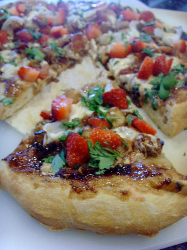 Balsamic Strawberry Pizza with Chicken, Sweet Onion & Bacon • Food ...