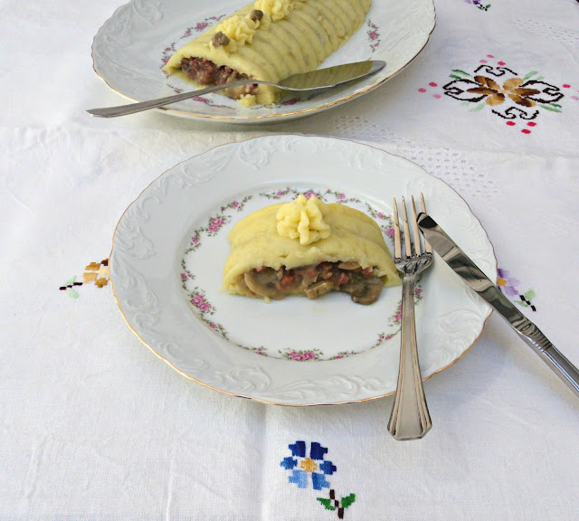 http://www.olorahierbabuena.com/2013/09/pastel-de-patatas-y-setas.html