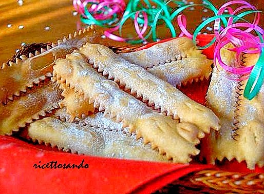 Chiacchiere  o frappe o stracci o cenci ricetta dolce di carnevale