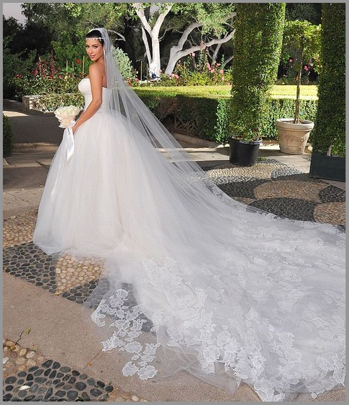 Be jaan fashion blog kim kardashian39s wedding gowns dress for Kim kardashian s wedding dress