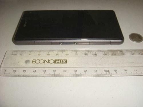 Il nuovo smartphone compatto di Sony, Xperia Z1S è lungo circa 127mm