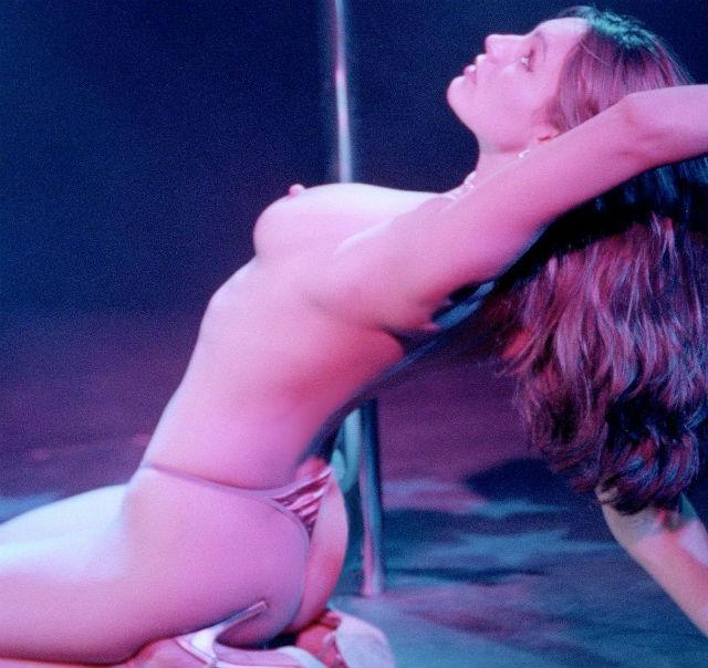Kelly Brook la mujer más hot de Internet en topless