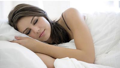 Efek Samping Memakai Softlens Saat Tidur