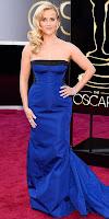 Рийз Уидърспун в кобалтово синя рокля на Оскари 2013