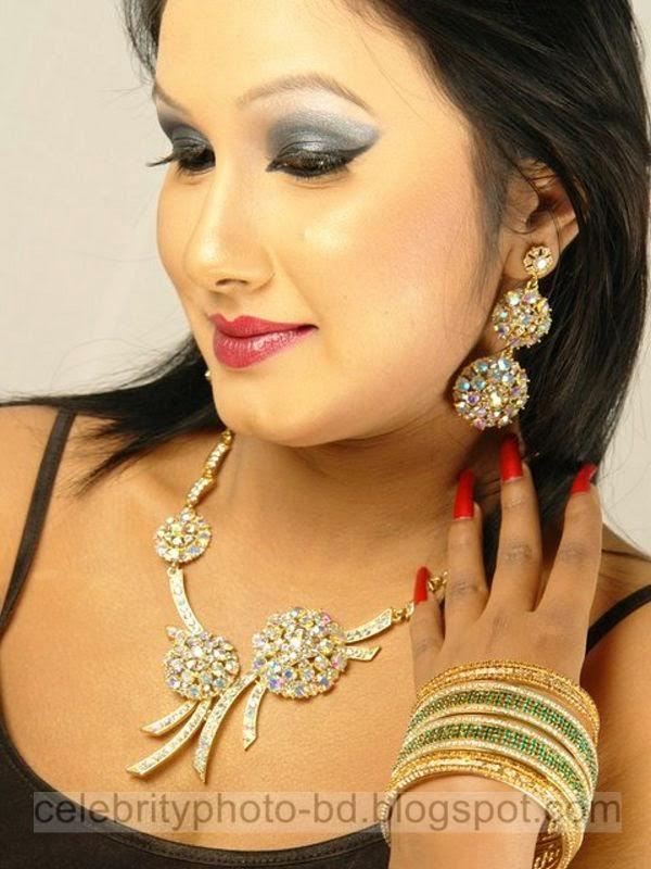 Bangla+Drama+Actress+and+Model+Shiba+Gives+New+Looks+Unseen+Hot+Photos002