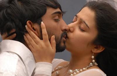 charmi lip lock scene 16 days movie