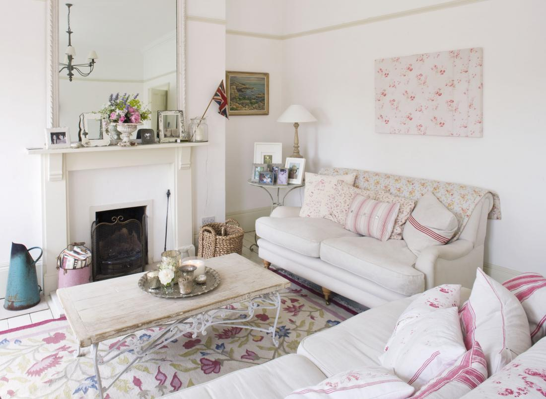 Following up from Wednesdays post on a lovely shabby chic interior ...