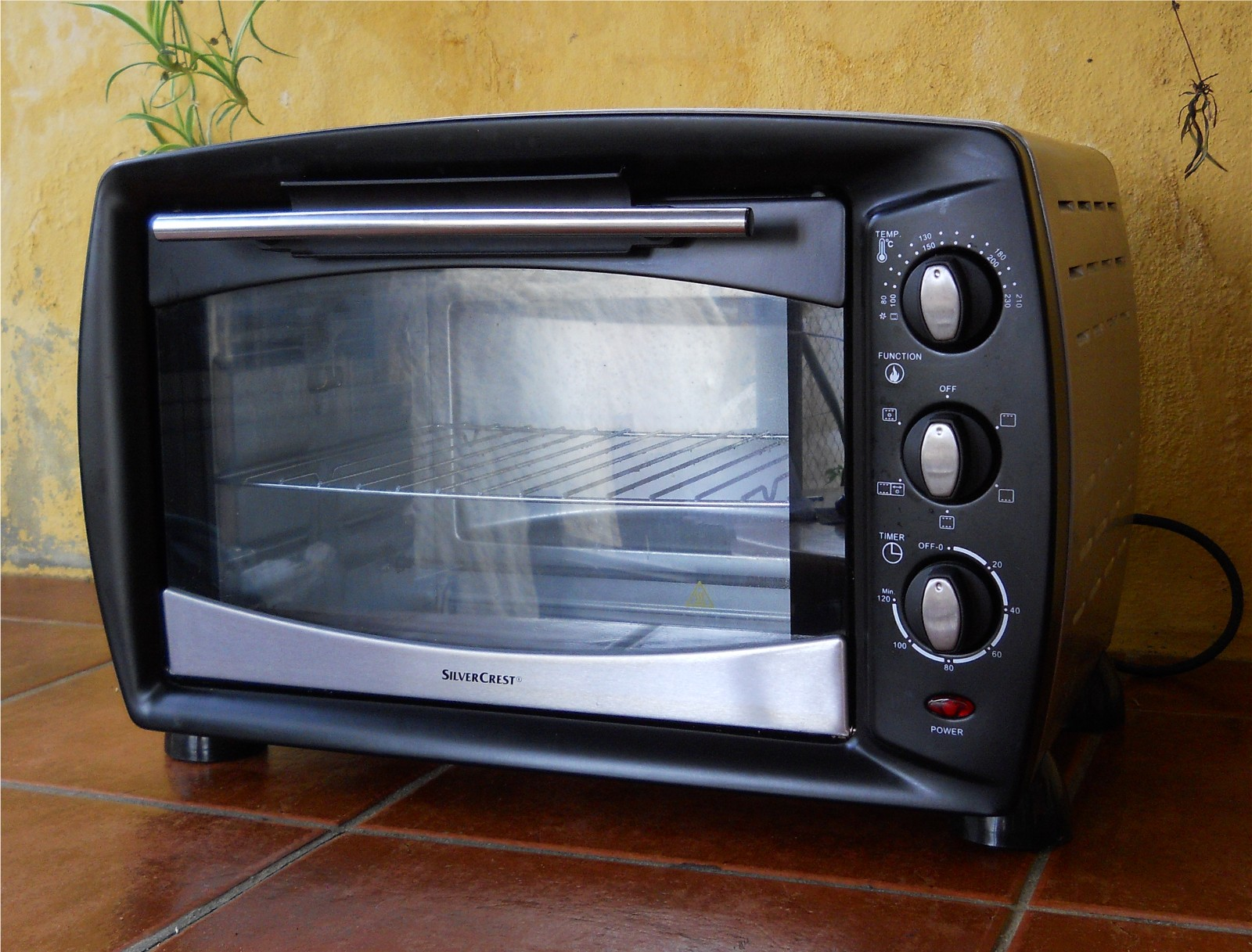 Beautiful Electric Countertop Oven - Silverscrest-