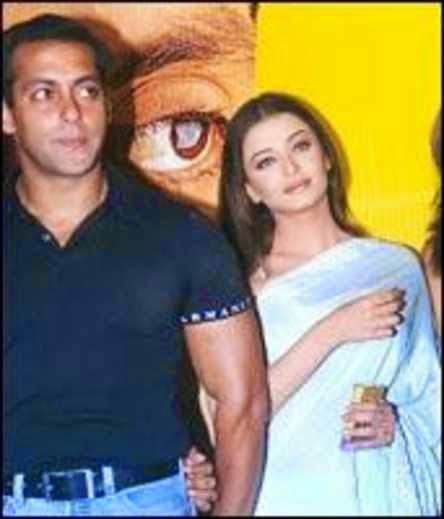 Salman Khan, Aishwarya Rai Bachchan, Salman Khan and Aishwarya Rai Bachchan, Bollywood, Gossip Queen, cele, Style Strip, Hot, bold, Sensuous, Hot Scene, Adult, Bikini, Aishwarya Rai Bachchan in Bikini,