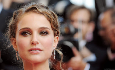 Natalie Portman Hollywood Wallpaper-Latest-1600x1200-07