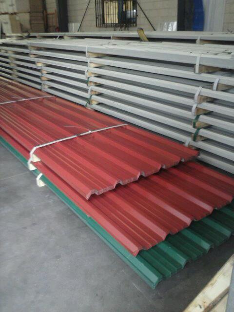 Instaladores panel s ndwich madrid for Casetas de chapa galvanizada precios