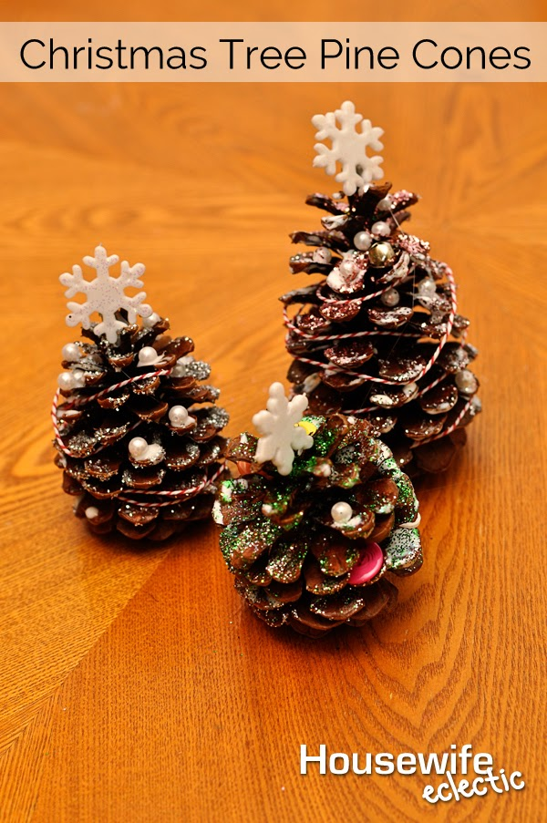 Christmas tree pine cones housewife eclectic for Pine cone christmas ornaments crafts