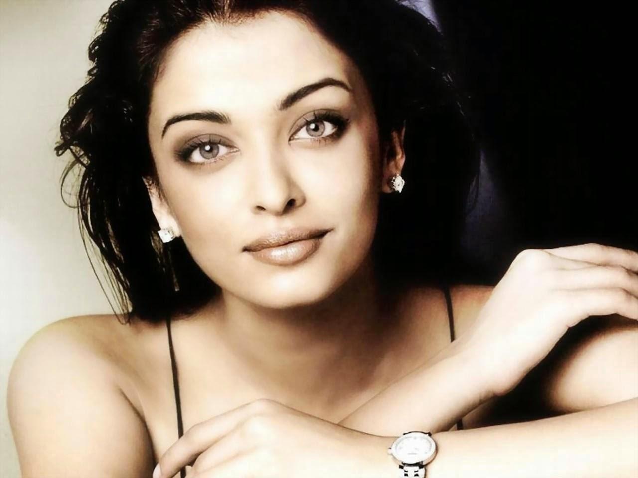 """<img src=""""http://2.bp.blogspot.com/-YIVX_cwJVho/VDBH1kcOrEI/AAAAAAAAA6Q/2X20bE3pi_Y/s1600/Aishwarya-Rai-Bachchan.jpeg"""" alt=""""Top 5 Most Beautiful Womens in the World 2014 to 2015"""" />"""