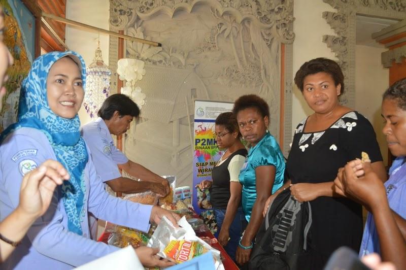 Peserta dari negara-negara Melanesia tinjau pameran