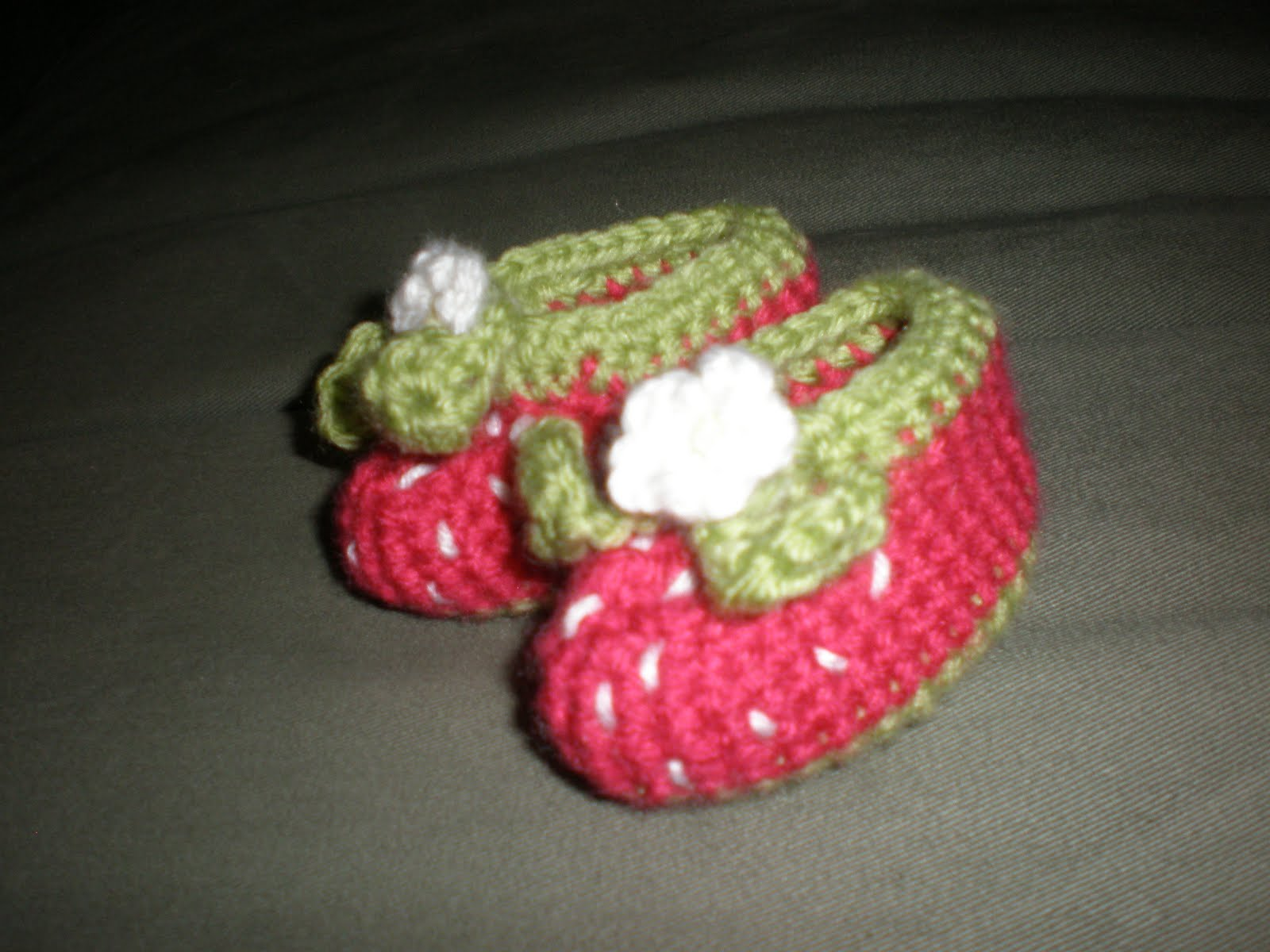 Amys Crochet: Strawberry Baby Booties