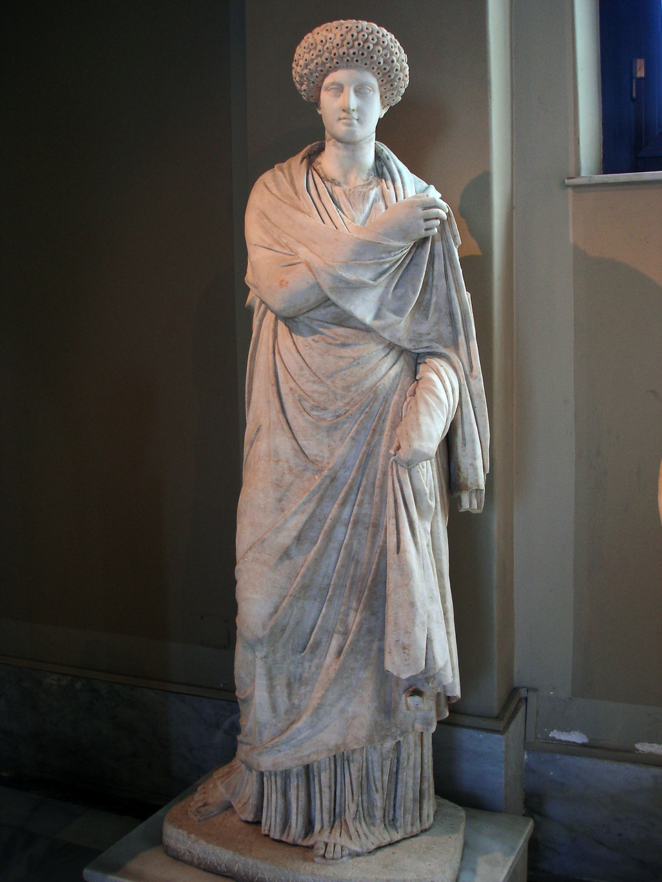 """women in the classical era The term """"classical greece"""" refers to the period between the persian wars at the beginning of the fifth century bc and the death of alexander the great in 323 bc."""