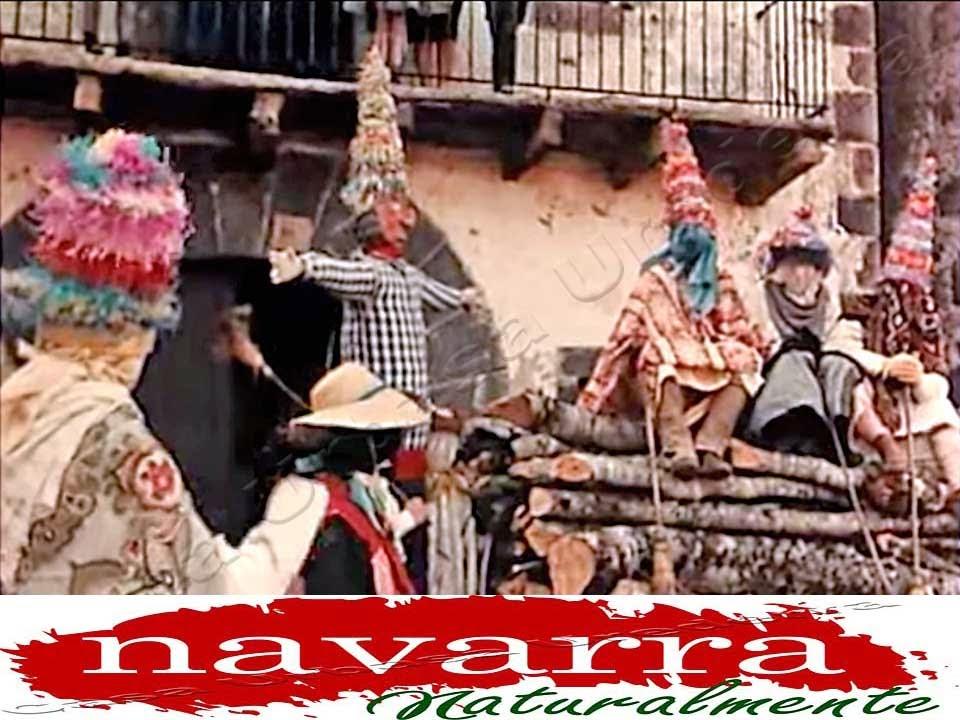 """Carnavales Navarra, Carnavales Zubieta Ituren, Carnavales Lanz,  Carnavales Unanua,  Carnavales  Alsasua,  Con la entrada de la época más fría del invierno, a mediados de febrero, es cuando se celebran la mayoría de los Carnavales de Navarra, a lo largo de toda la geografía de Navarra Naturalmente.  Si bien antiguamente, solo se celebraban en las zonas más rurales  del antiguo reino, especialmente en la zona de los Pirineos Occidentales, actualmente, estas festividades populares, se celebran  en todas las comarcas de la geografía foral del antiguo """"Reyno de Nafarroa"""".  Dentro de las mismos ritos populares de los carnavales, cada pueblo, tiene su propia celebración y sus propios personajes populares, a los cuales se les dedica  toda la celebración, con los protocolos correspondientes..  Los más famosos, (por su popularidad, difusión mediática y publicidad en los medios de comunicación), son sin lugar a dudad, los Carnavales de Ituren y Zubieta [+], que son los primeros que se celebran, a finales de enero,  y  los Carnavales de Lanz [+]  Sin lugar a dudas, los Carnavales de Lanz [+], son los más auténticos, y  a su vez, representan más fielmente las antiguas  tradiciones, que antaño, se celebraban  en los valles y pueblos del medio rural de """"Navarra Naturalmente""""  Entre los más destacados carnavales que se celebran en Navarra, podemos citar a:  ** Los Carnavales de Zubieta e Ituren. [+] Son los que más visitantes  atraen en sus celebraciones.  ** Los Carnavales de Lanz [+] Quizás los más  ascentrales y que mejor reflejan lo que eran las representaciones, de cómo se celebraban  antaño, en las comarcas de montaña de Navarra]  ** Los Carnavales de Alsasua, [+] declarados de Interés Turístico de """"Navarra Naturalmente, que se celebran en la Comarca de Burunda. . ** Los Carnavales de  Unanua. [+] Estos carnavales que se celebran en  el Valle de Sakana y están cogiendo mucho  prestigio, en los últimos años, dentro  de las celebraciones festivas populares de invierno."""