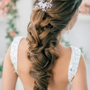 Up Half Down Hairdos In This Halfway Braid Hairstyle The Top Of Hair And Both Sides Are Intertwined They Braided To