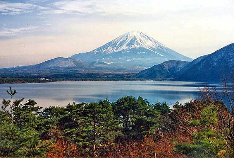 بحيرات فوجي الخمسه في اليابان
