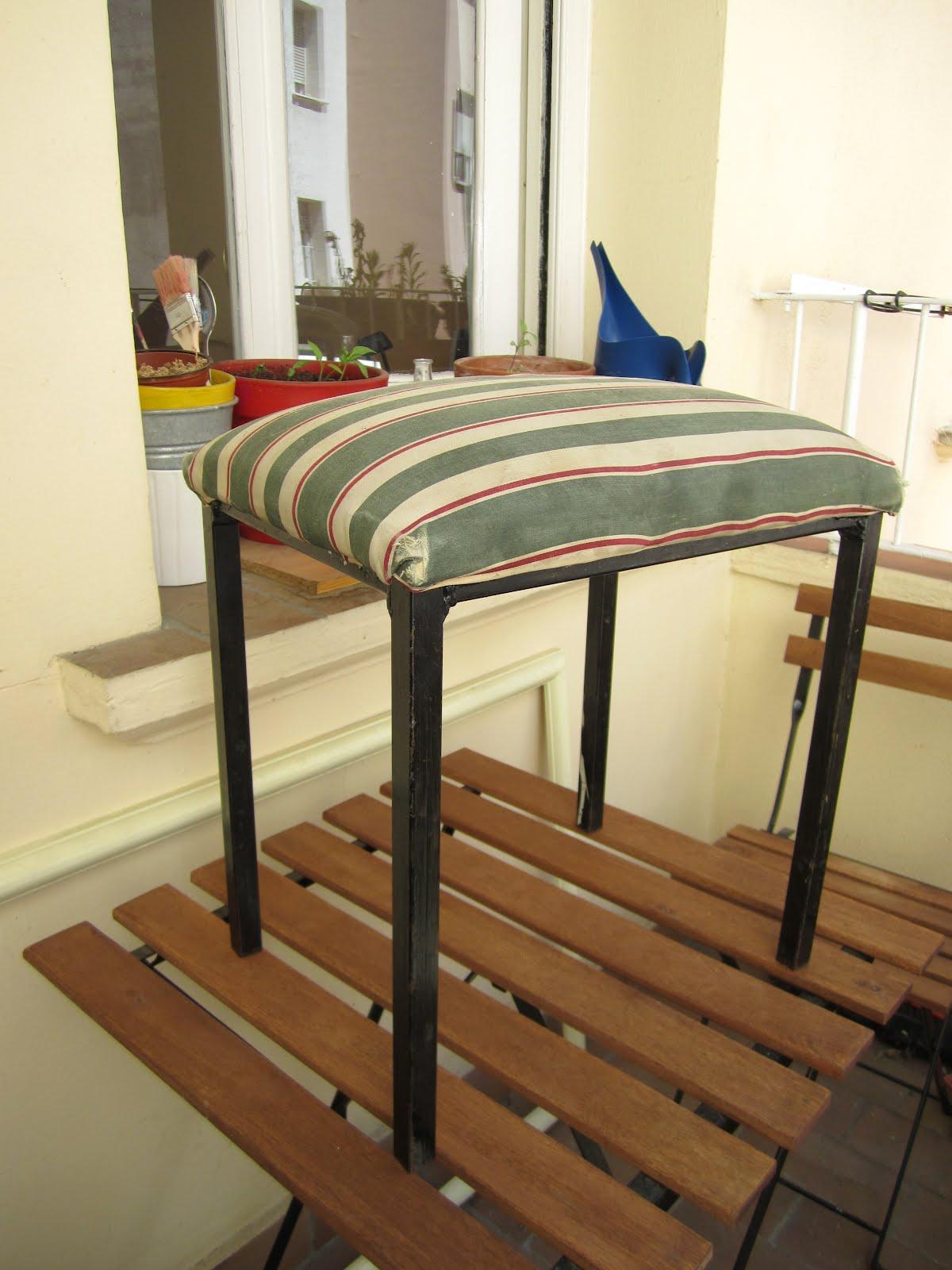 Naifandtastic decoraci n craft hecho a mano restauracion muebles casas peque as boda me lo - Como tapizar una descalzadora ...