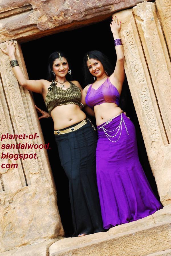 Kanteerava+ Shubha + Poonja +and+Rishika+Singh+Hot+Navel+Expose+Pictur